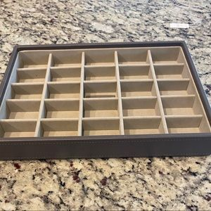 Stackers Classic 25-Section Tray